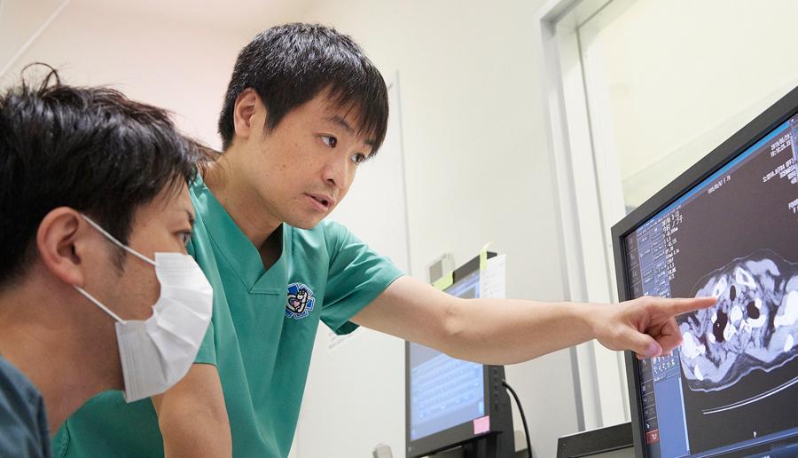 院長が再度画像とレポートをチェックすることで、診断の精度を上げます。
